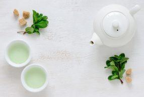 Зеленый чай в продуктах по уходу за кожей